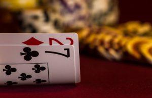 Spil Oxford Stud Poker med dine venner