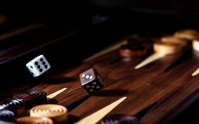 Få styr på Backgammon reglerne